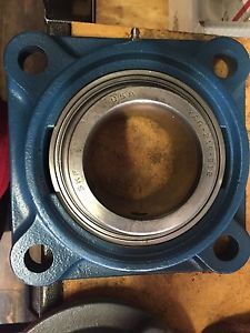 "FY 2-3/4 TF SKF FOUR BOLT FLANGE Bearing NEW 2-3/4"" Bore YAR 215-212"